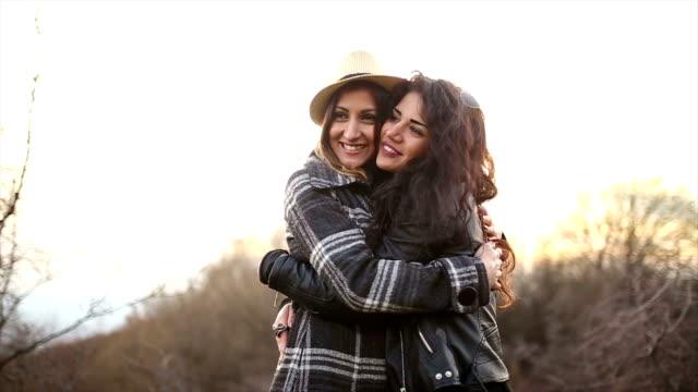 Lesbe hug