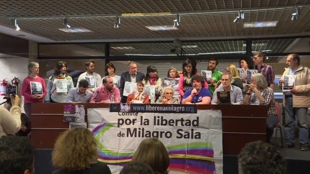 Lideres politicos y organizaciones de derechos humanos pidieron el martes la libertad de la lider social argentina Milagro Sala en un acto al margen...