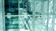 Lift in einem futuristischen Gebäude