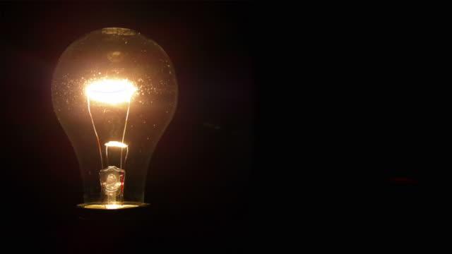 hd ampoules clairent une pi ce sombre film vid o getty images. Black Bedroom Furniture Sets. Home Design Ideas