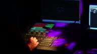 mixer luce HD in discoteca close-up