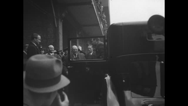 CU limousine approaches stops / montage King George VI and Queen Elizabeth decar at Aintree Racecourse for the Grand National horse race / King and...