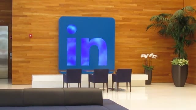 LinkedIn's 26story San Francisco skyscraper opened on March 14 to its employees Various shots of LinkedIn headquarters at 222 2nd Street in San...