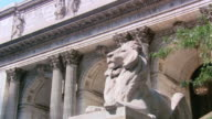 LA Lion statue in front of the New York Public Library / New York, United States