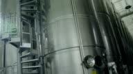 Vloeibare opslag met aluminium vaten