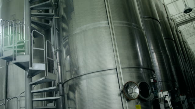 Liquid storage with aluminum barrels