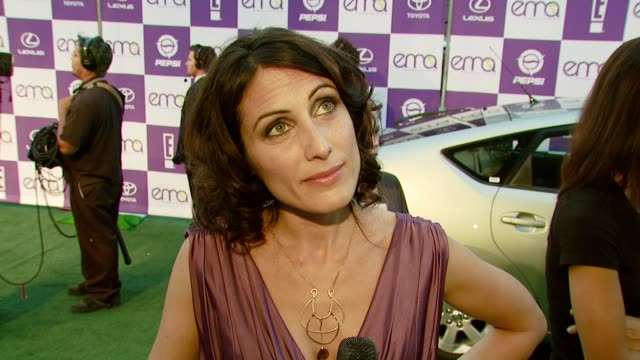 Lisa Edelstein on attending the event and on the entertainment industry's responsibility to spread environmental awareness at the 2007 EMA Awards at...