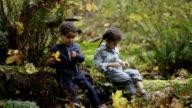 Kleine Jungen und Mädchen, Kind in der Natur