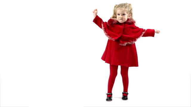 Kleine Niedliche Mädchen in rotem Kleid auf weißem Hintergrund
