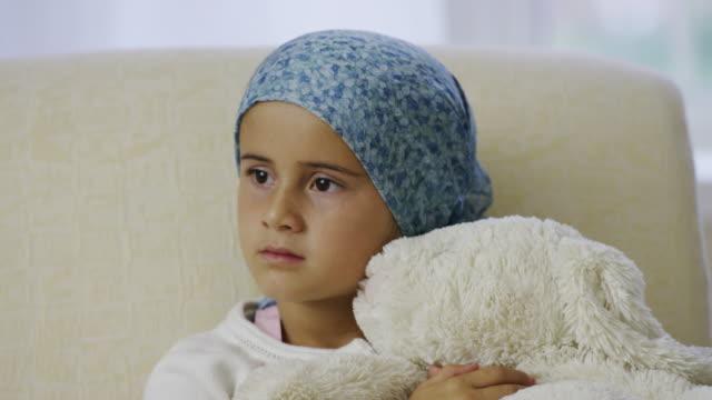 Bambina scoprire trattamento del cancro