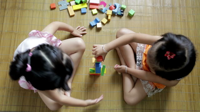 HA Little girls playing with blocks at home /Xi'an, Shaanxi, China