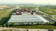 Laden der Ladung Lkw zum containership von