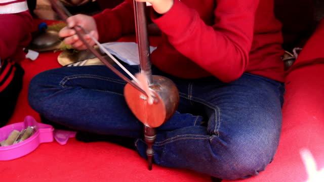 Künstler spielen Musik