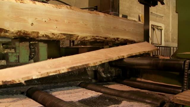 Registro in legno di taglio in segheria