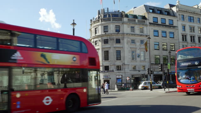 London Admiralty Arch And Trafalgar Square (UHD)