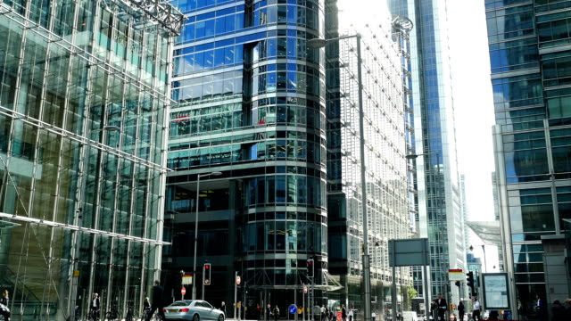 London Canary Wharf Upper Bank Street (4K/UHD to HD)
