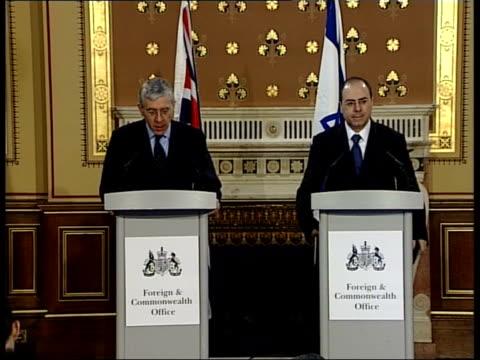 London Foreign Secretary Jack Straw MP along to podium with Israeli Foreign Minister Silvan Shalom ZOOM IN CMS Shalom GV Straw Shalom at podium Jack...
