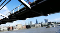 T/L London Millennium Bridge And City