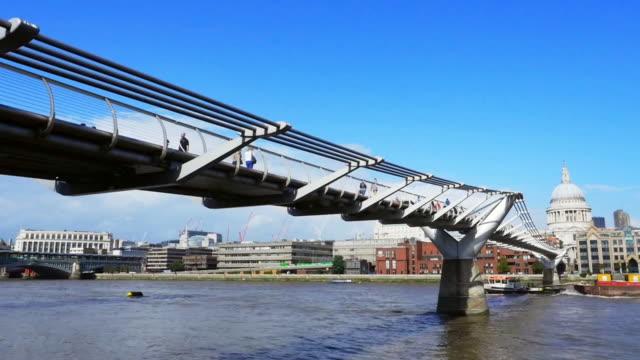 Londoner Millennium Bridge Cinemagramm
