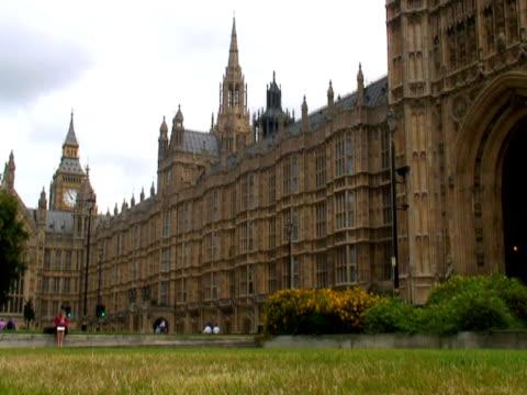 London Parliament (Big Ben) Westminster Park & Traffic