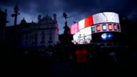 Londoner Piccadilly Circus bei Nacht (4 k UHD zu/HD)