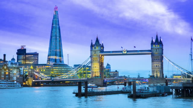 London, Time lapse of Tower bridge at dusk
