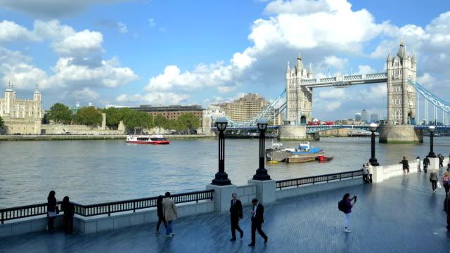 London Tower Bridge und den Queen's Walk (4 k UHD zu/HD)
