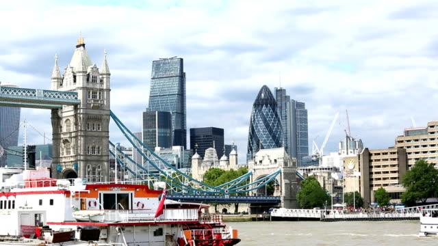 London Skyline von der Tower Bridge und Business