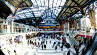London Zug U-Bahn-Haltestelle in der Hauptverkehrszeit-Zeitraffer, England, Großbritannien