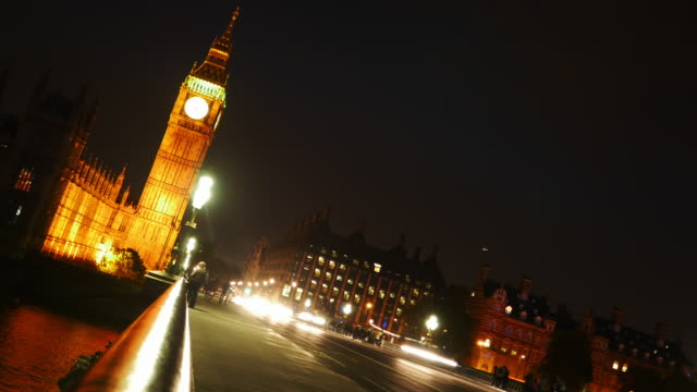 T/L London Westminster Bridge And Big Ben At Night