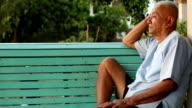 Einsam asiatische senior Mann