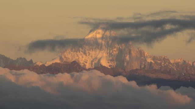 Lange afstand schot van berg Grandes Jorasse