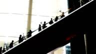 Lange Rolltreppen in silhouette