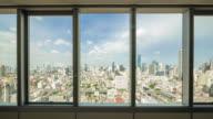 Schauen Sie durch die Stadt und Verkehr Ansicht in Bangkok vom Bürofenster
