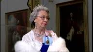 Lookalike of Queen Elizabeth II repeating apparent interchange with Annie Leibovitz SOT