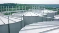Kijken naar silo opslagplaatsen daken