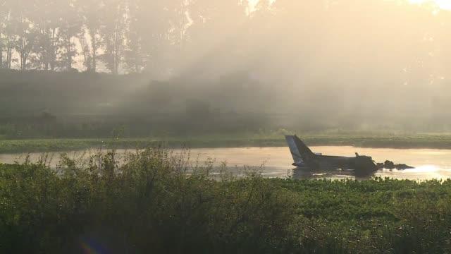 Los 10 ocupantes de un avion argentino que cayo en la noche del jueves en una laguna al este de Uruguay murieron en el siniestro