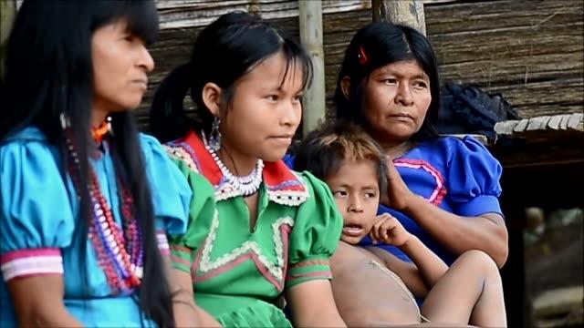 Los alimentos escasean y el miedo abunda en la apartada region del Choco al noroeste de Colombia donde familias indígenas y afrodescendientes...
