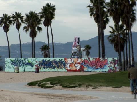 Los Angeles: Venice Beach, Reiten Fahrrad Vergangenheit Graffiti
