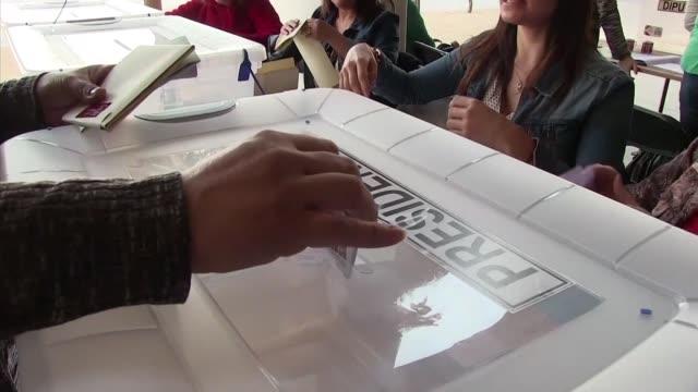 Los chilenos comenzaron a votar el domingo para elegir al sucesor de la presidenta Michelle Bachelet y un nuevo Congreso