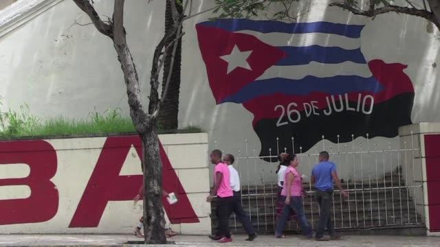 Los cubanos reaccionan al anuncio este miercoles de la reapertura de embajadas entre la isla y Estados Unidos