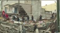 Los esfuerzos por encontrar vida en edificios de Ciudad de Mexico destruidos por el sismo que causo casi 300 muertos se detuvieron el sabado ante un...