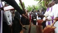 Los funerales de los estudiantes que murieron en el ataque contra la Universidad de Garissa comenzaron este viernes en Kenia aunque mas de una semana...