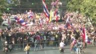 Los manifestantes tailandeses lanzaron este lunes su operación paralisis de Bangkok en un enesimo intento de derribar a la primera ministra Yingluck...