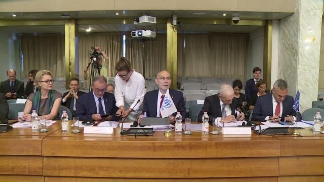 Los ministros de Interior de la Union Europea se comprometieron el jueves en Estonia a ayudar a Italia ante la llegada masiva de migrantes a sus...