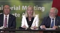 Los ministros de Medio Ambiente de una treintena de paises se reunieron el sabado en Canada para discutir como alcanzar los objetivos de reduccion de...