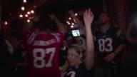 Los New England Patriots vencieron este domingo a los Seattle Seahawks por 2824 y ganaron el 49 Super Bowl que se llevo a cabo en Phoenix Arizona
