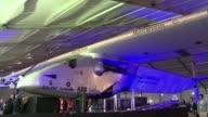Los promotores del Solar Impulse 2 presentaron este martes el plan de vuelo del primer avion solar que trata de dar la vuelta al mundo tan solo...