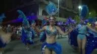 Los uruguayos celebran su carnaval durante casi mes y medio el mas largo del mundo que se inauguro el jueves con un desfile con tambores y conjuntos...