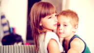 Liebevoll Geschwister